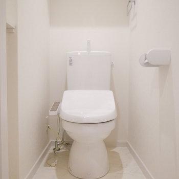 トイレも落ち着きやすい空間です。(※写真は1階の別室です。)