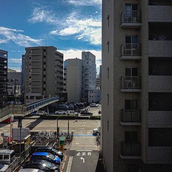右半分は建物ですが、左側は抜けた眺望!