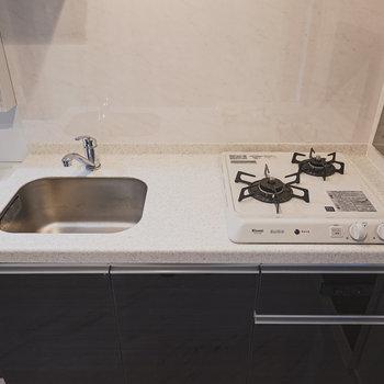 調理スペースはコンパクトですが、都会の一人暮らしなら十分かも?