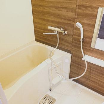 お風呂もしっかりウッド調で、しっかり疲れがとれそうな雰囲気!
