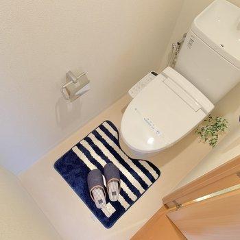 トイレもゆとりあり。上には収納もありましたよ〜!