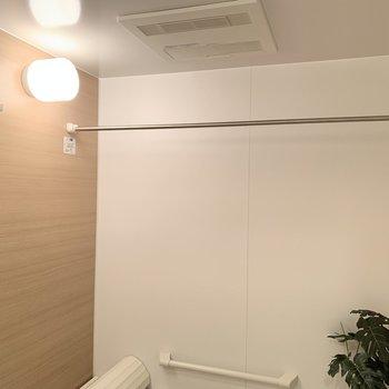 浴室乾燥機付き!雨の日や冬の時期にはありがたい味方なんですよね!