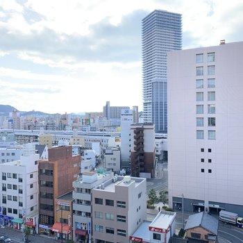 眺望は建物。新幹線も見えますよ〜!