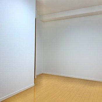 【洋室6.7帖】ここも十分なスペースがありますよ!なんのスペースにしようかな。◯