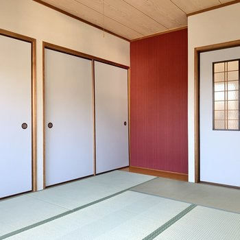 斜めから。あのドアを開けて、LDKへ。サニタリールームへいきましょう〜!