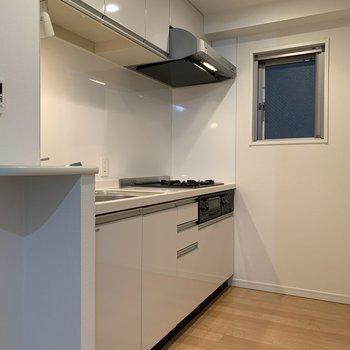 【LDK】調理器具がたっぷり収納できるキッチンです