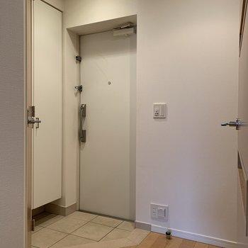 玄関は段差が少なく、躓くこともなさそう