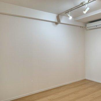 【LDK】ピクチャーレールでお部屋に彩りを加えられます