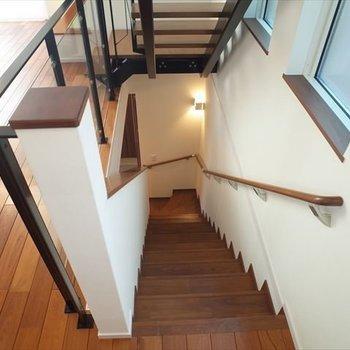 【2階】階段