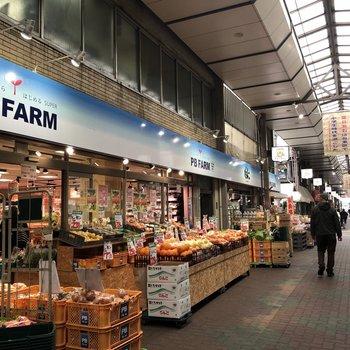 小さめのスーパーマーケットもありますよ。