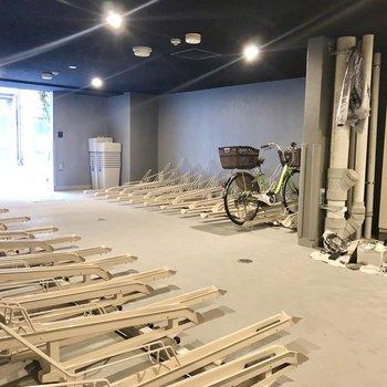 室内に自転車置き場もしっかり完備。