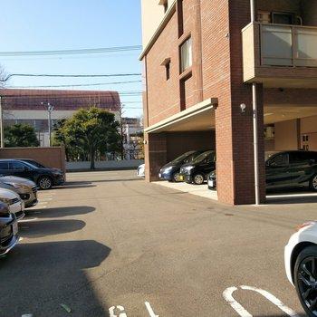 敷地内に駐車場もありますよ。