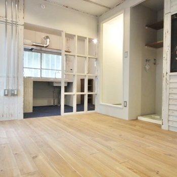 壁の塗装や配管がカフェのような雰囲気 ※ 写真は前回募集時のものです