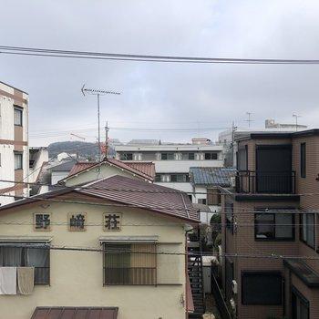 周りは閑静な住宅街です。
