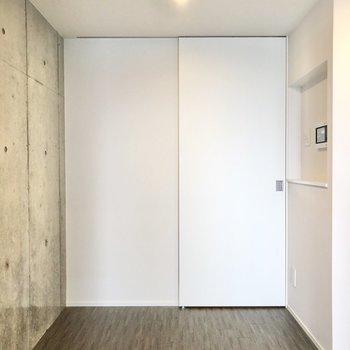 居室と廊下は引き戸で仕切ることができます。