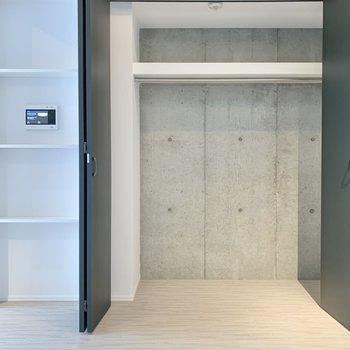 クローゼットは容量たっぷりですね。※写真は2階の同間取り別部屋のものです