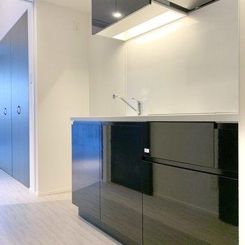冷蔵庫はキッチン横に置けますよ。※写真は2階の同間取り別部屋のものです