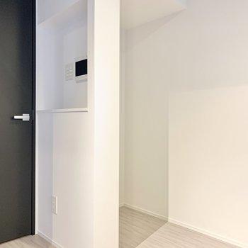 冷蔵庫は奥のスペースに。