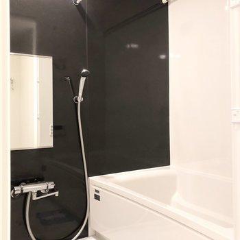 浴室乾燥機や追い炊きなどの機能も付いているお風呂。