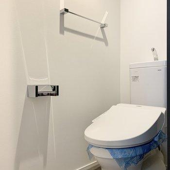 トイレは玄関側にあります。※写真は2階の同間取り別部屋のものです