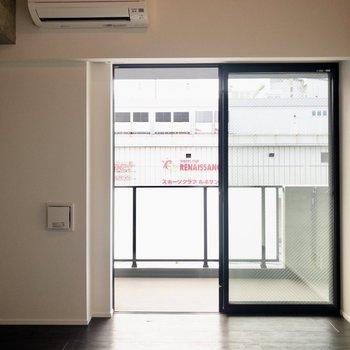 【洋室②】こちらも広さ約6帖。※写真は6階の同間取り別部屋のものです