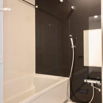 雨の日も安心、浴室乾燥機付きです。※写真は6階の同間取り別部屋のものです