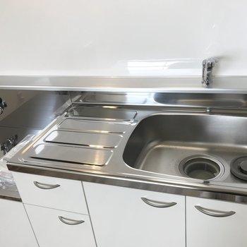 ガスコンロはお好きなものを持ち込み式のキッチン〜※写真は同間取り反転タイプのお部屋