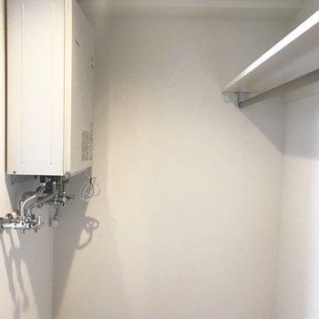 中にこんなのもありました、、給湯器※写真は同間取り反転タイプのお部屋
