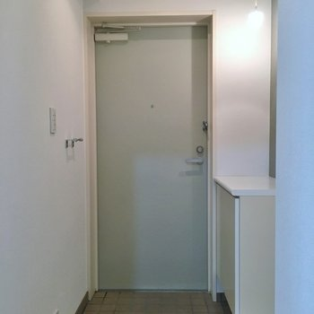 玄関は広めです。※写真は、同タイプの別部屋