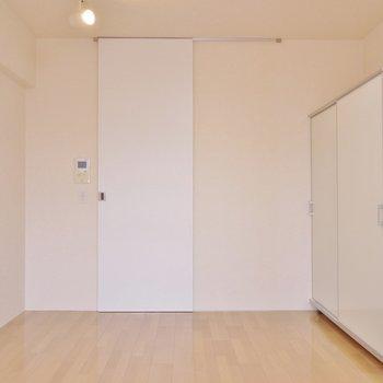 落着いたデアインの室内。※写真は3階の別部屋