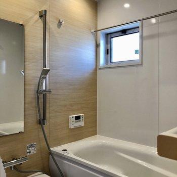 お風呂はゆったりめ!浴室乾燥機、追焚付き!