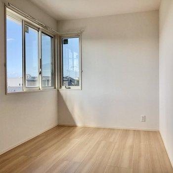 一番奥の洋室はL字で窓があるタイプ!