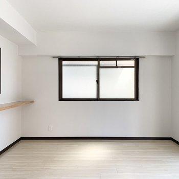 角部屋なので2面採光のお部屋です。
