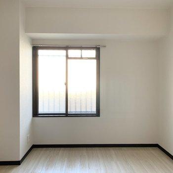 【洋5】こちらが西側のお部屋。