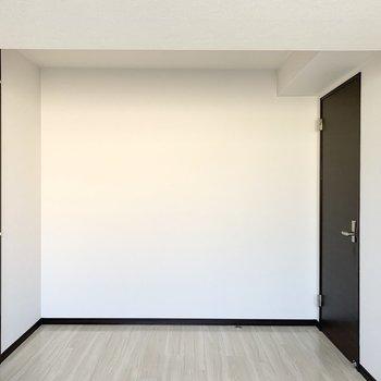 【洋5.5】窓が大きく3つの洋室の中で一番明るいお部屋でした。
