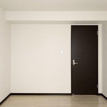 【洋6中】こちらはあまりお日様が入らないので、照明を楽しむお部屋にしたいですね。