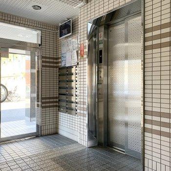 1階なので使うことがなさそうですが、エレベーターの扉の模様が素敵◎