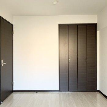 【洋5】5帖の広さの洋室です。