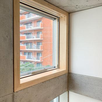 【ディテール】木材の窓枠がまたいい。