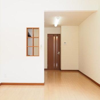 キッチンの小窓もポイントなんです※写真は別室です