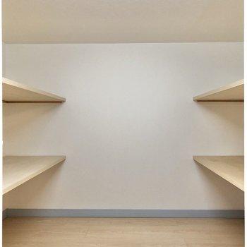 【ロフト】左は棚付きに。普段使わない物をしまっておこうかな。