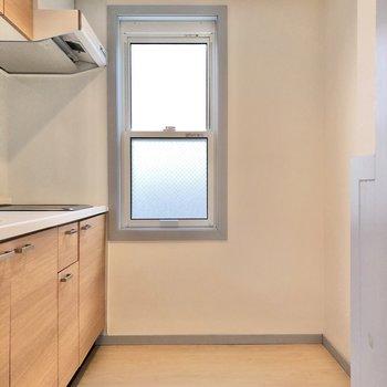 【LDK】冷蔵庫は角に置けます。
