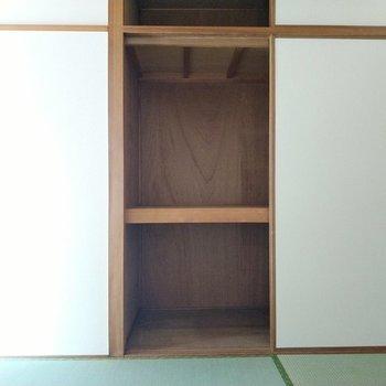 こちらも押し入れ式の収納。布団やおもちゃもしまえますよ。
