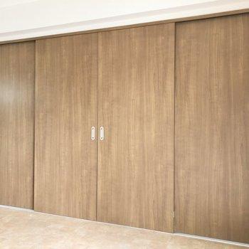 LDKと洋室は引き戸を閉めると仕切ることができます。