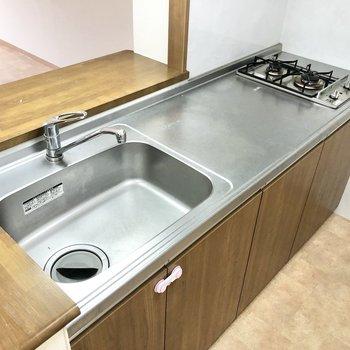 【LDK】シンクや調理スペースが大きくてお料理もしやすそう。