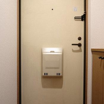 レトロちっくな白扉がかわいい♪(※写真は6階の同間取り別部屋のものです)