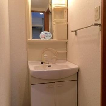 うれしい独立洗面台♪(※写真は6階の同間取り別部屋のものです)