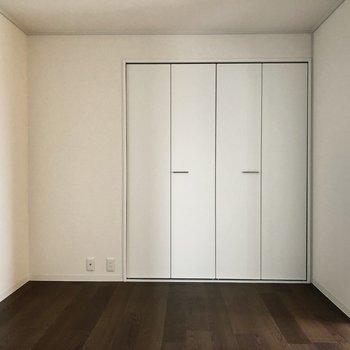 【洋室②】※写真は7階の同間取り別部屋のものです