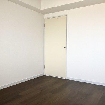 【洋室③】※写真は7階の同間取り別部屋のものです