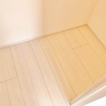 【洋室】奥行きもあります。※写真は5階の同間取り別部屋のものです